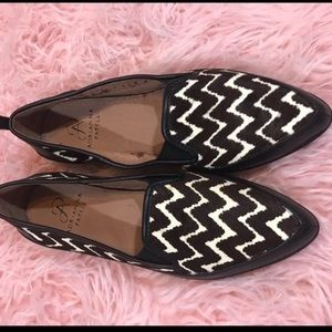 EUC Adrianna Papell Pointy loafers shoes 6